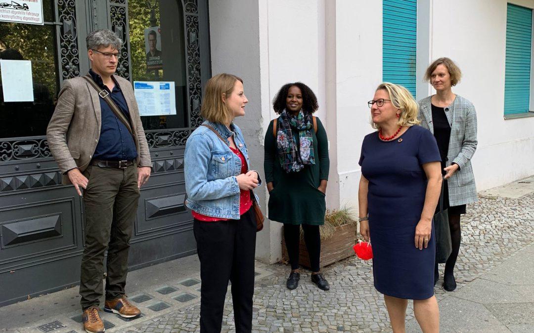 Besuch der Mieter*innen-Genossenschaft MUT EG mit BM Svenja Schulze